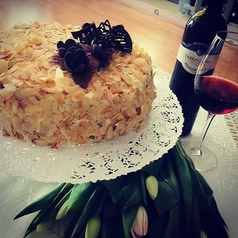 Tort z wiśniami w alkoholu