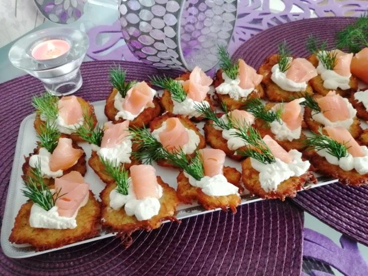 Placuszki ziemniaczane z łososiem
